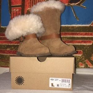 🎉🎉HP 12/20🎉 Toddlers ugg boot size 6.